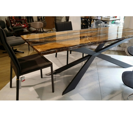 Tavoli tavolo spyder piano rovere vecchio e resina for Tavolo legno resina